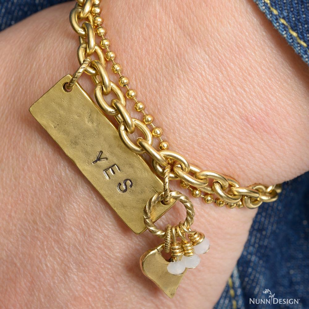 DSC9243_yes-bracelet-logo2.jpg