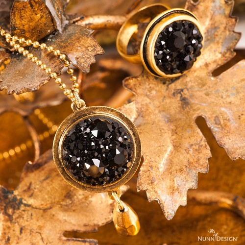 black-chaton-necklace_beauty-logo