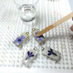 adding+clear+resin+to+pressed+flower+earrings