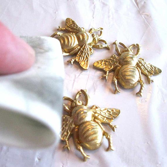 008_clean-bees-570