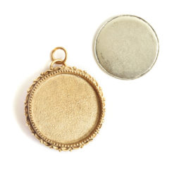 Kit Grande Brooch Circle 32mmAntique Gold