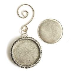 Kit Grande Brooch Circle Ornament 32mmAntique Silver